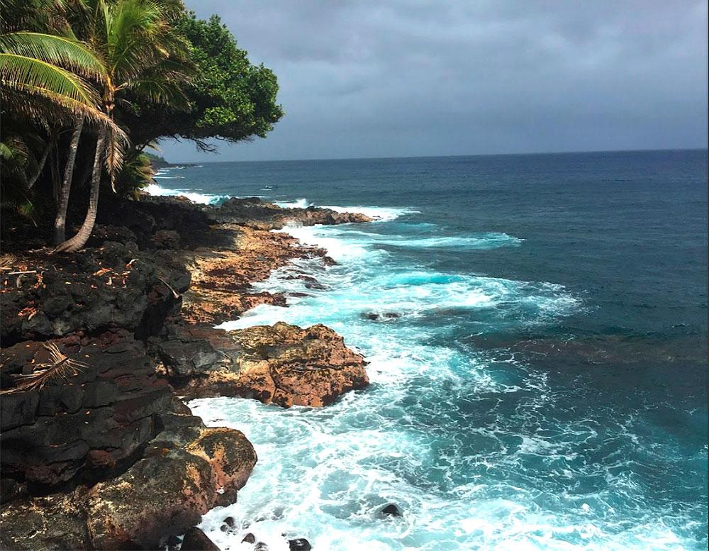 Hawaiian-TreeSpirits-oceanside-resort-surf-rocks-TreeSpiirt-Project-retreat1000p-rev